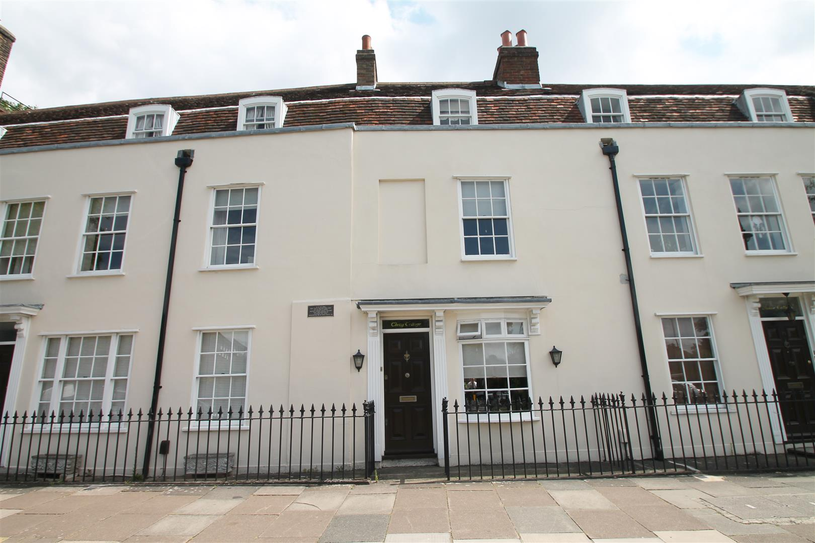 2 Bedrooms Cottage House for sale in The Green, London N14 6EN